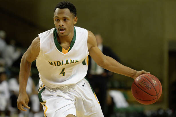 Midland College's Anthony McCoy (4) moves the ball against South Plains on Wednesday, Nov. 30, 2016, at Chaparral Center. James Durbin/Reporter-Telegram