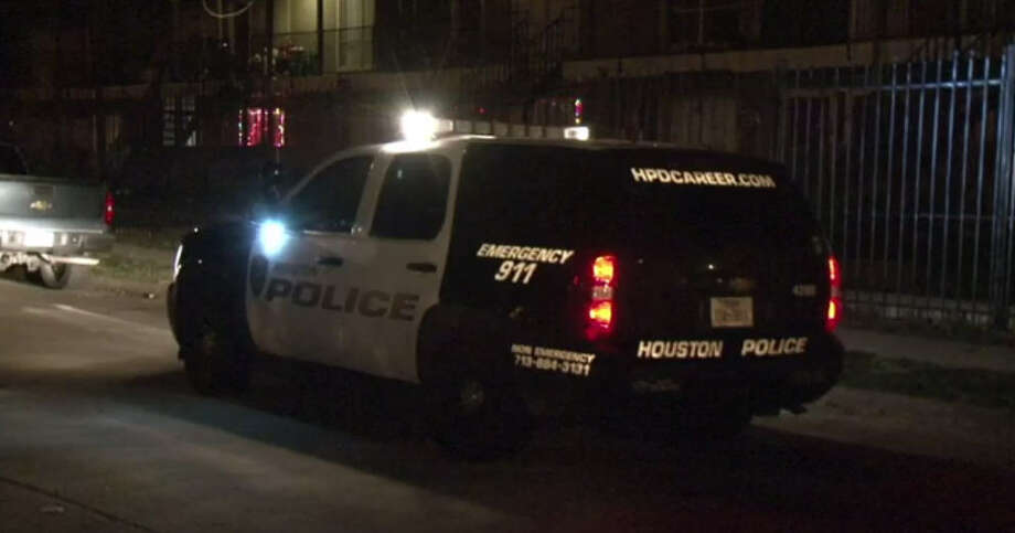 A man was wounded in a shooting during a robbery about 9 p.m. Wednesday, Nov. 30, 2016, at his apartment at 9420 Nathaniel in southeast Houston. (Metro Video)