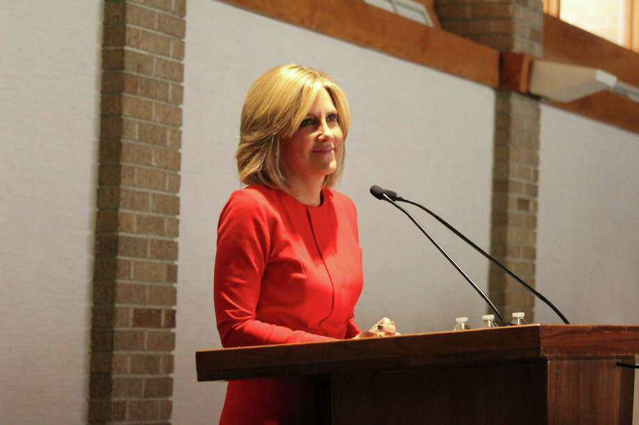 CNN Anchor Alisyn Camerota speaks in front of the Ys Women on Nov. 28 at Temple Israel in Westport, CT. Photo: Chris Marquette / Hearst Connecticut Media / Westport News