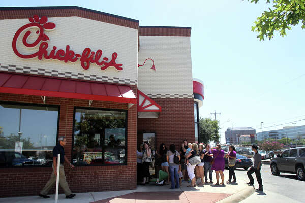 Chick-fil-A lovers will now be able to form a line at a food truck.
