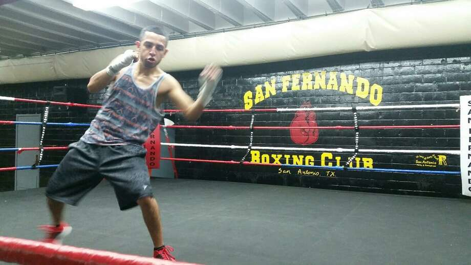 Joel Maldonado shadow boxes at San Fernando Gym in San Antonio in 2016. Photo: John Whisler / San Antonio Express-News