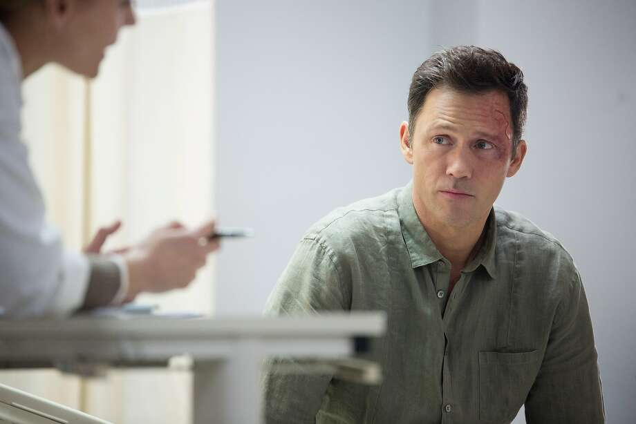 After a severe blow to the head, scam artist Charlie Haverford (Jeffrey Donovan) begins to see visions that make him wonder if he really is psychic and consults a doctor for some answers in 'Shut Eye' on Hulu. Photo: Courtesy Of Hulu, Heather Wines/Hulu