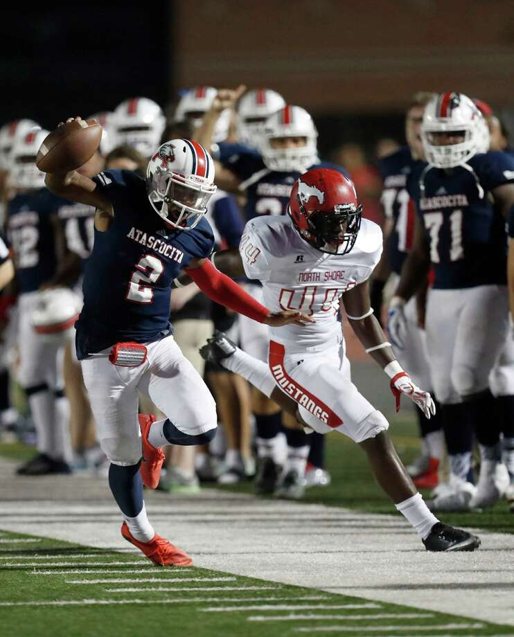 Atascocita's QB Daveon Boyd (2) stays inbound as he fought off North Shore's Jeremiah Qalter (44) during the second half of a high school football game at Turner Stadium, Friday, Oct. 7, 2016 in Humble.  ( Karen Warren / Houston Chronicle ) Photo: Karen Warren, Staff Photographer / 2016 Houston Chronicle