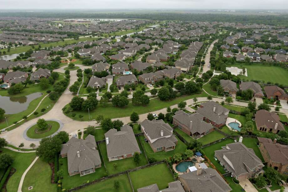 Bridgeland is continuing its growth and expansion this year after a record number of home sales in 2017. The 11,401-acre master-planned community, developed by the Howard Hughes Corp., sold 423 houses in 2017, up from 333 in 2016, and hopes to build on that growth with a new model home park, recreation center, and lake amenities. Photo: Gary Coronado, Staff / © 2015 Houston Chronicle