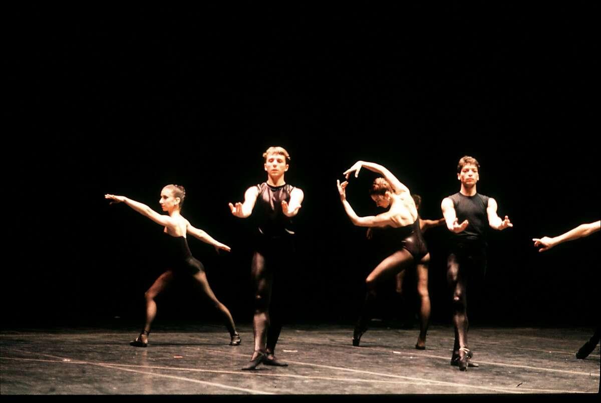San Francisco Ballet in Forsythe�s New Sleep (1987). (� Lloyd Englert)