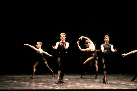 San Francisco Ballet in Forsythe�s New Sleep (1987). (� Lloyd Englert)