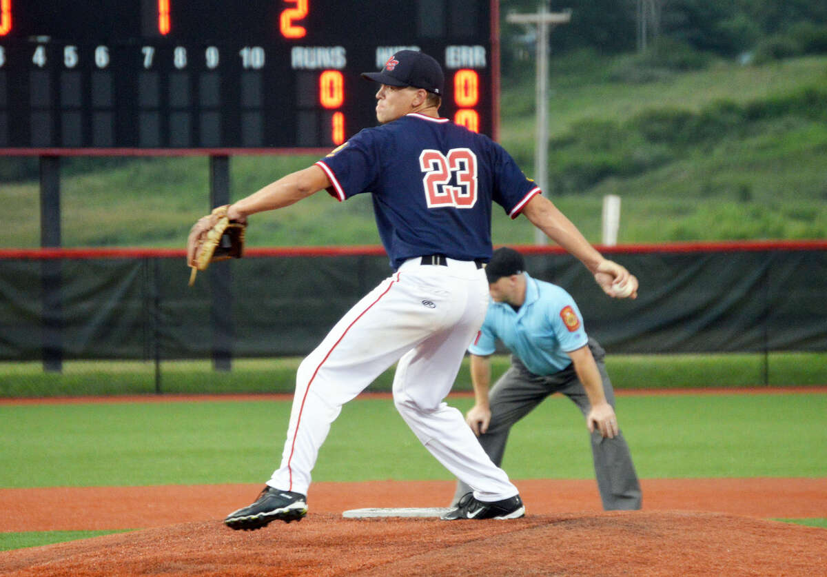 Metro's Jake Garella delivers a second-inning pitch.