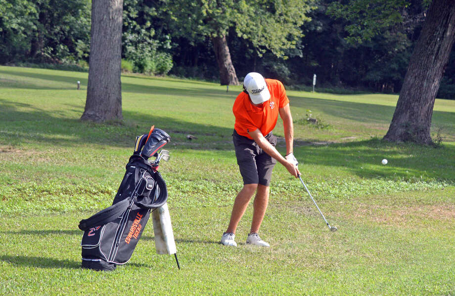 Edwardsville senior Kyle Hylla hits a chip shot on hole No. 4 on the East nine at Oak Brook Golf Club during Wednesday's Southwestern Conference match against Collinsville.