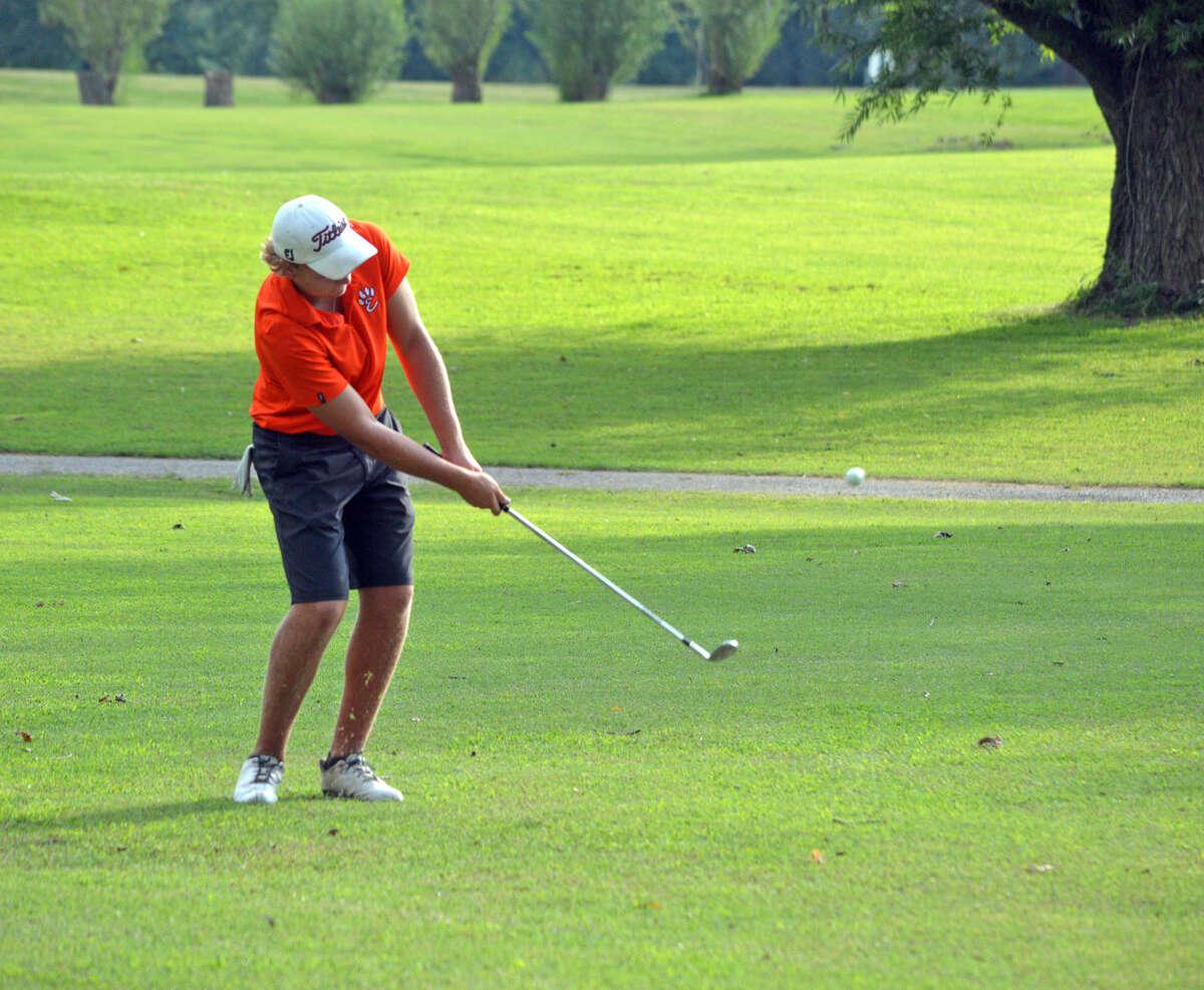 Edwardsville junior Jon Ratterman hits a chip shot on the eighth hole.