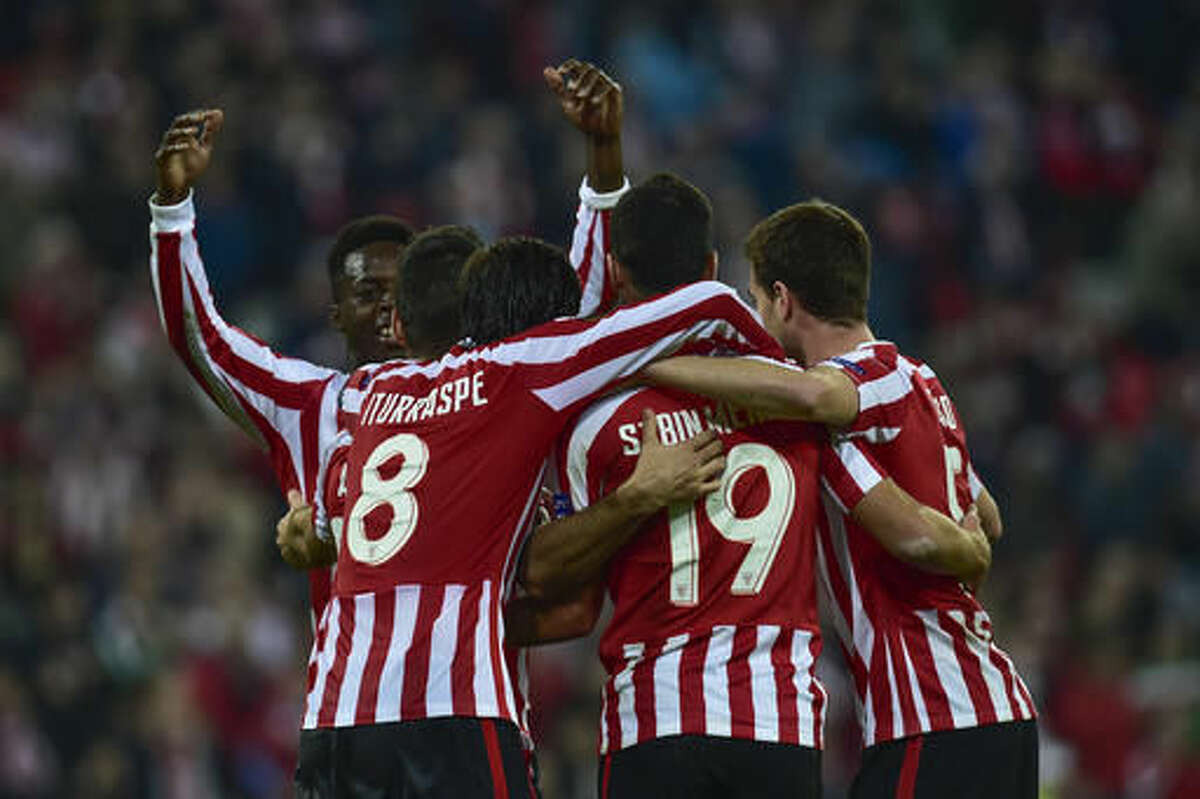 Athletic Bilbao's Aritz Aduriz is surrounded by his fellow teammate after scrong his fifth goal against Genk during the Europa League Group F soccer match between Athletic Bilbao and Genk, at the San Mames stadium, in Bilbao, northern Spain, Thursday, Nov. 3, 2016. (AP Photo/Alvaro Barrientos)
