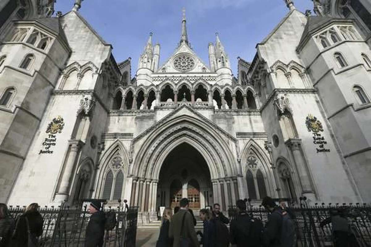 Media gather outside the High Court in London, Thursday Nov. 3, 2016 as they wait for the decision on the challenge to plans for Brexit. In a major blow for Britain's government, the High Court ruled Thursday that the prime minister can't trigger the U.K.'s exit from the European Union without approval from Parliament. (AP Photo/Tim Ireland)