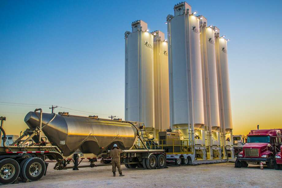 A six-silo configuration of Solaris' Mobile Sand Silo System at work in the Permian Basin.