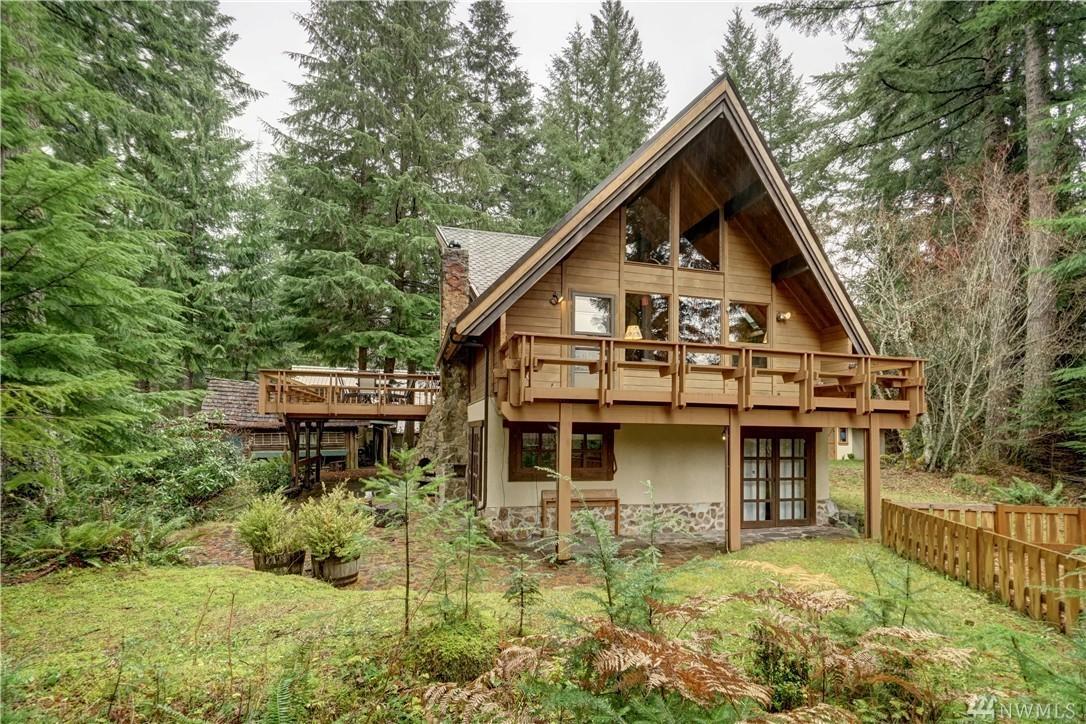 Alpine Cabin Tucked Away Near Mount Rainier National Park