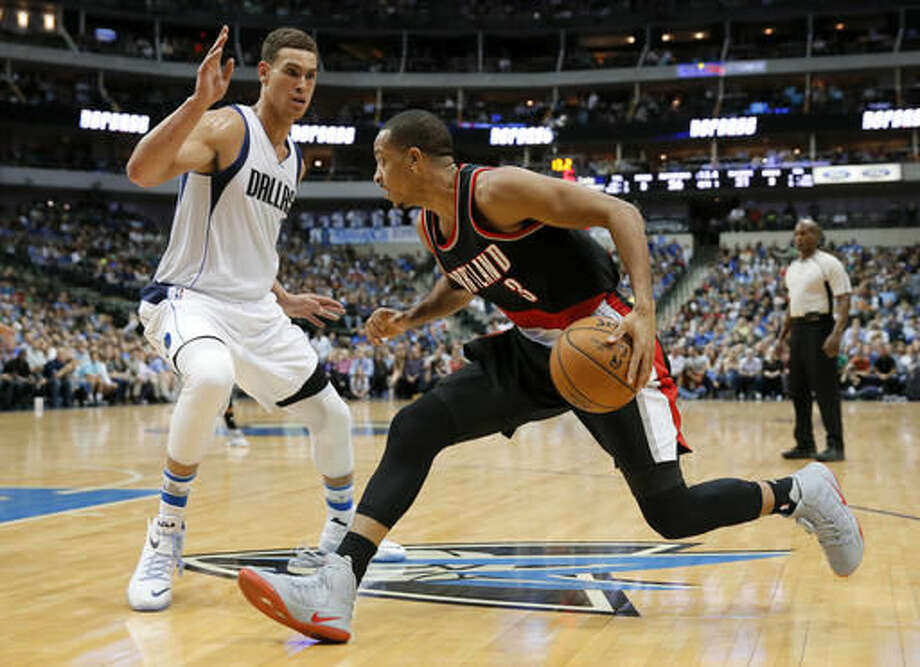 Portland Trail Blazers' C.J. McCollum (3) moves to the baseline against Dallas Mavericks' Dwight Powell, left, during the first half of an NBA basketball game, Friday, Nov. 4, 2016, in Dallas. (AP Photo/Tony Gutierrez)