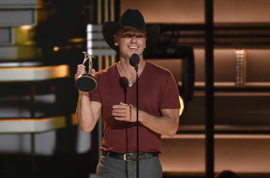 Kenny Chesney accepts the Pinnacle award at the 50th annual CMA Awards at the Bridgestone Arena on Wednesday, Nov. 2, 2016, in Nashville, Tenn. (Photo by Charles Sykes/Invision/AP)