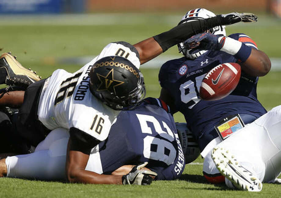 Vanderbilt wide receiver Kalija Lipscomb, left, reaches for the ball after teammate running back Khari Blasingame fumbled the ball against Auburn defensive lineman Maurice Swain Jr., during the first half of an NCAA college football game, Saturday, Nov. 5, 2016, in Auburn, Ala. (AP Photo/Brynn Anderson)