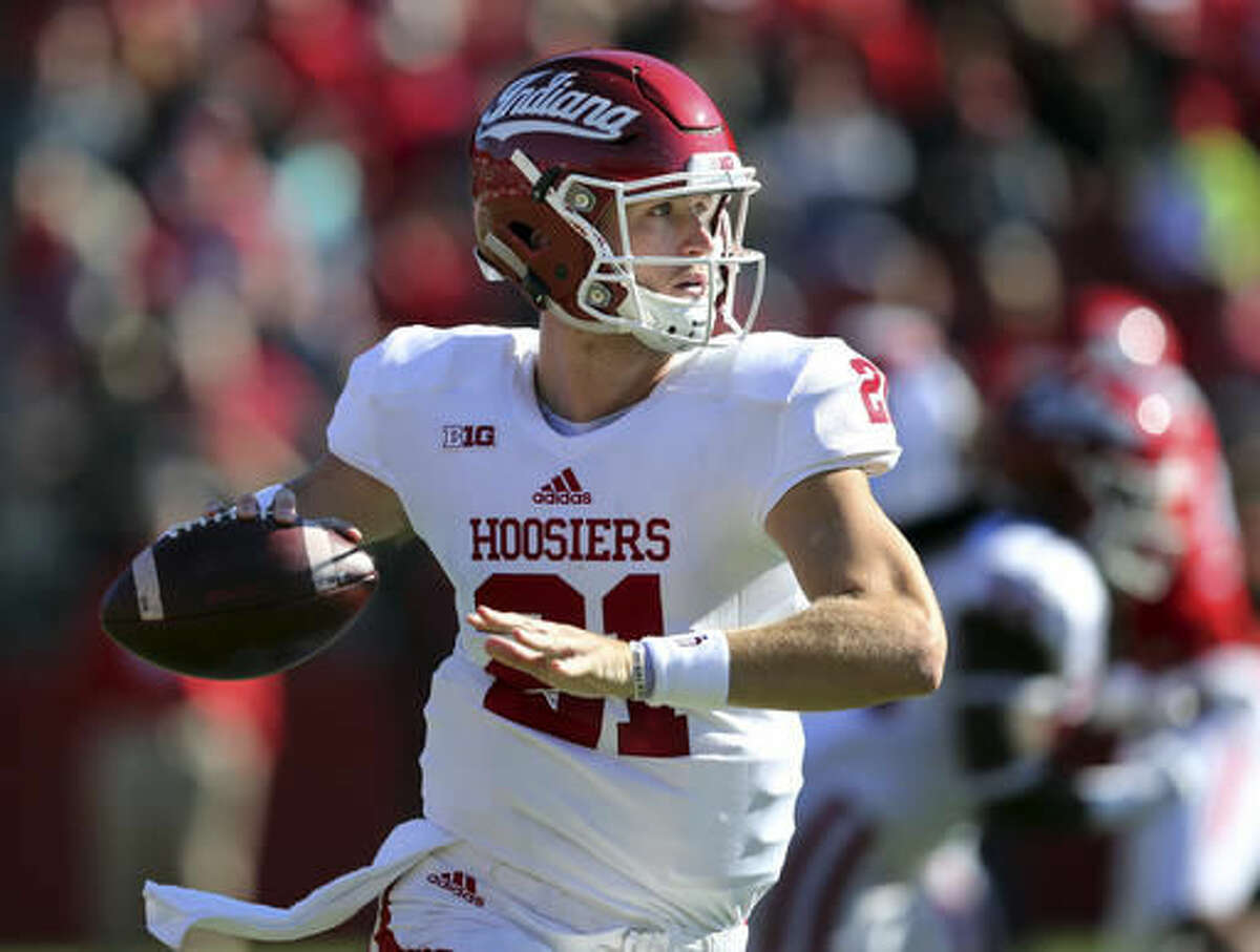 Indiana quarterback Richard Lagow (21) looks to throw a pass during the first half of a NCAA college football game against Rutgers Saturday, Nov. 5, 2016, in Piscataway, N.J. (AP Photo/Mel Evans)