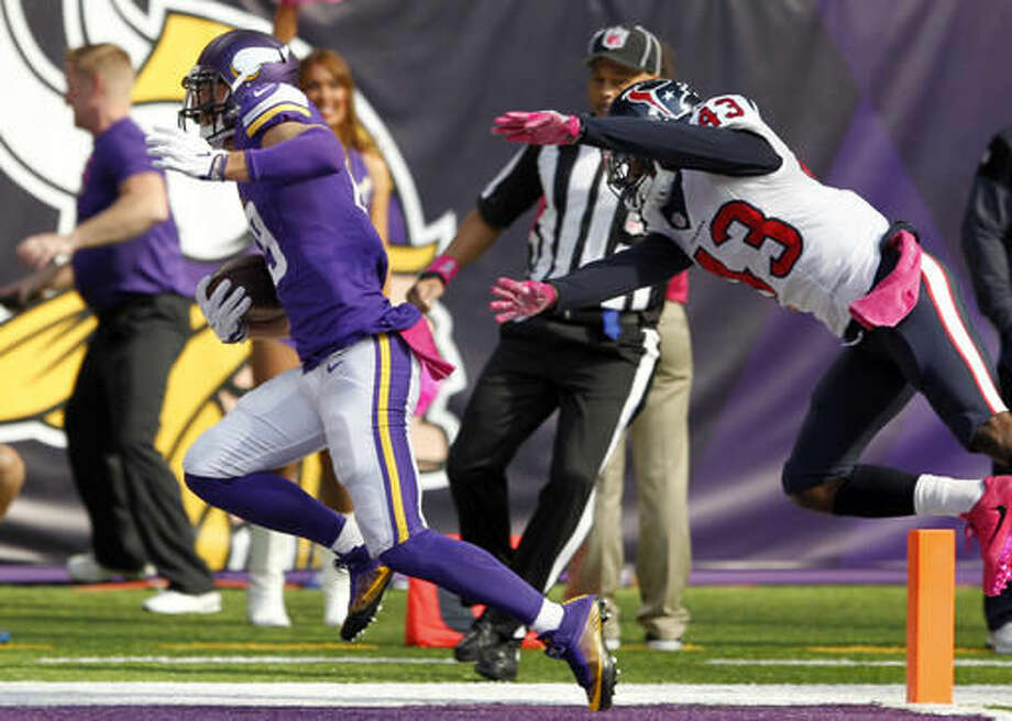 Minnesota Vikings wide receiver Adam Thielen, left, scores on a 36-yard touchdown pass in front of Houston Texans defensive back Corey Moore, right, during the first half of an NFL football game Sunday, Oct. 9, 2016, in Minneapolis. (AP Photo/Andy Clayton-King)