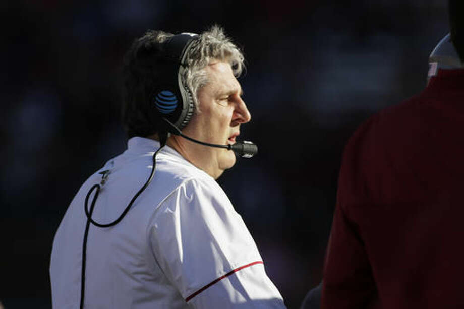 Washington State head coach Mike Leach walks toward his team during a timeout in the first half of an NCAA college football game against Arizona in Pullman, Wash., Saturday, Nov. 5, 2016. (AP Photo/Young Kwak)