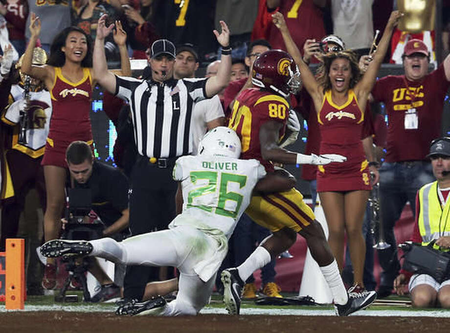 Southern California Deontay Burnett (80) outpaces Oregon safety Khalil Oliver (26) for a touchdown in the first half of an NCAA college football game in Los Angeles on Saturday, Nov. 5, 2016. (AP Photo/Reed Saxon)