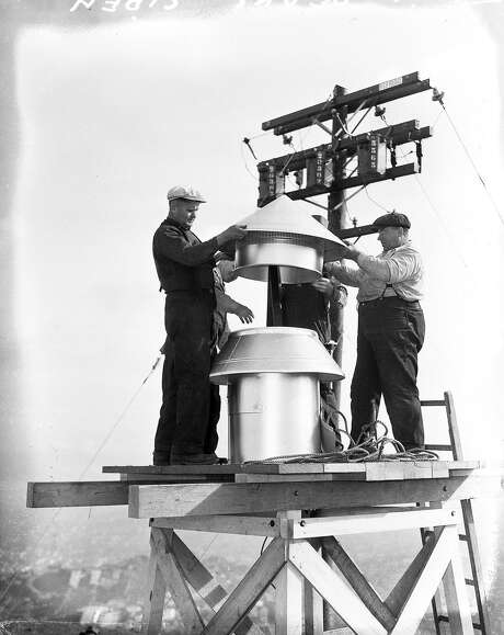 Above: A giant air raid siren is installed on Twin Peaks, December 1941. Photo: Photographer Unknown, The Chronicle