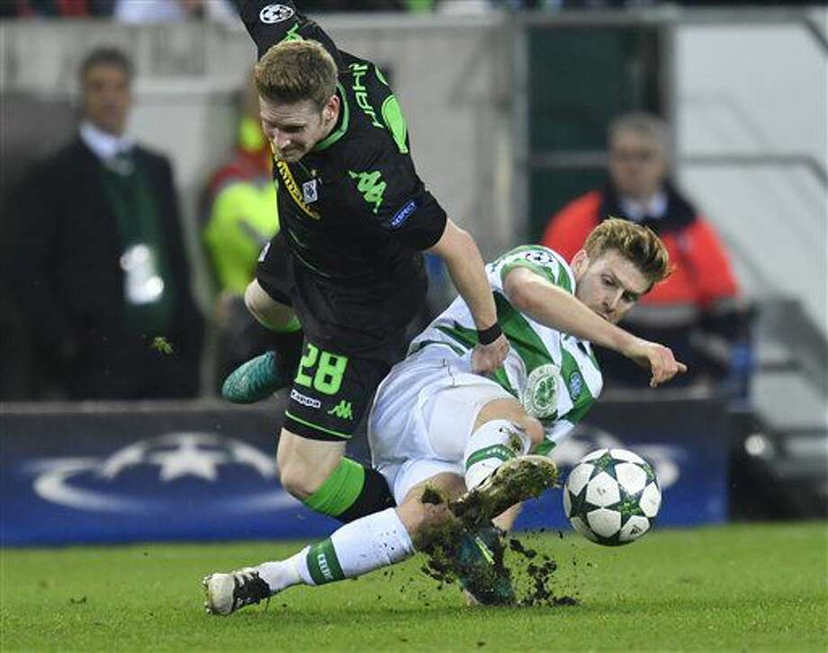 Moenchengladbach's André Hahn, left, and Celtic's Stuart Armstrong challenge for the ball during the Champions League group C soccer match between Borussia Moenchengladbach and Celtic FC in Moenchengladbach, Germany, Tuesday, Nov. 1, 2016. (AP Photo/Martin Meissner)