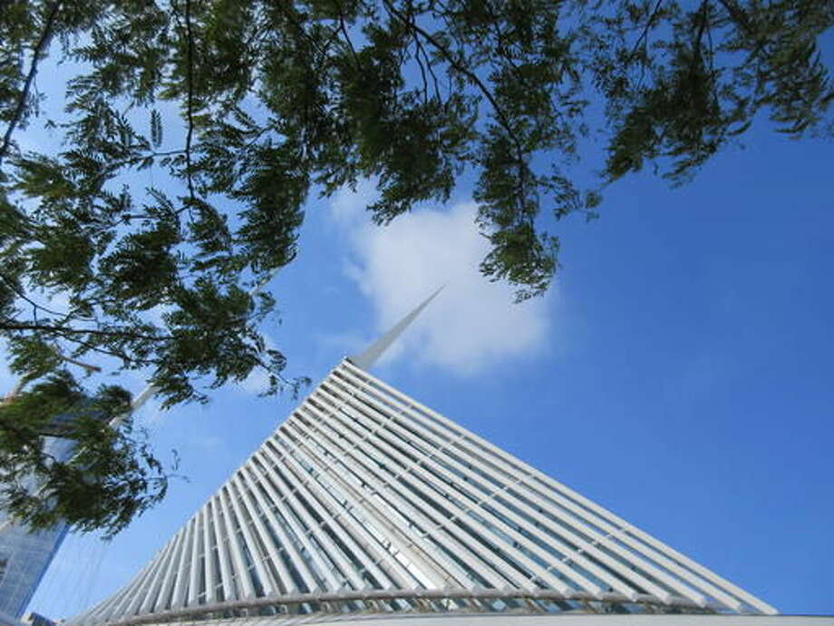 This Sept. 23, 2016 photo shows the Milwaukee Art Museum in Wisconsin. The building was designed by architect Santiago Calatrava and is located on the Lake Michigan waterfront. Depending on your vantage point, it looks like a ship about to set sail or a bird about to fly away. (AP Photo/Beth J. Harpaz)