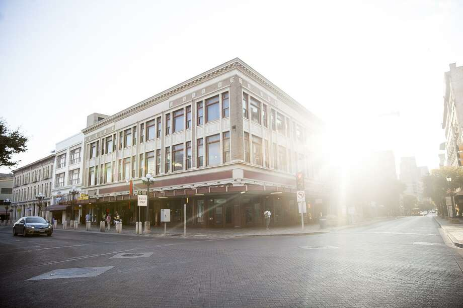 Building facing the Alamo Plaza are being sold to the Texas General Land Office Wednesday Oct. 7, 2015. / Julysa Sosa For the San Antonio Express-News
