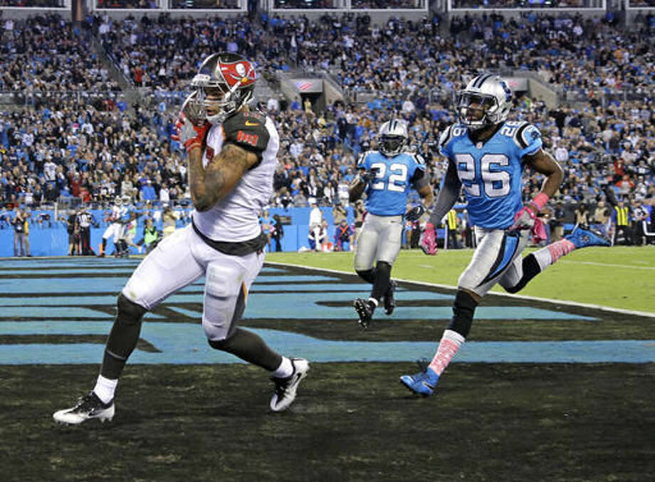Tampa Bay Buccaneers' Mike Evans (13) catches a touchdown pass against Carolina Panthers' Daryl Worley (26) in the second half of an NFL football game in Charlotte, N.C., Monday, Oct. 10, 2016. (AP Photo/Bob Leverone)