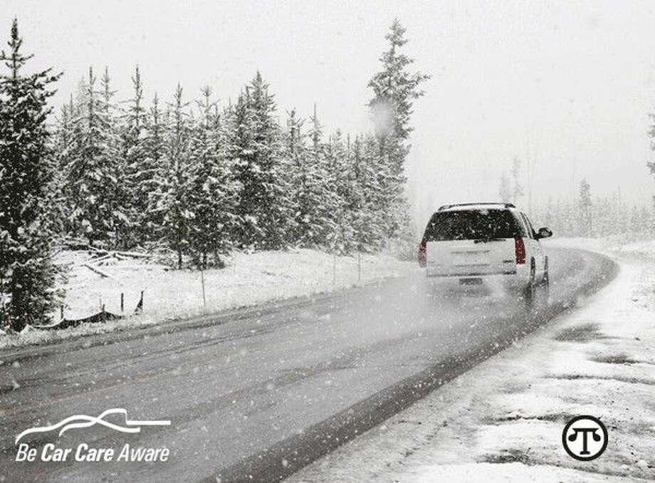 Si va a conducir en un clima frío, asegúrese de que su carro está listo para el viaje. (NAPS)