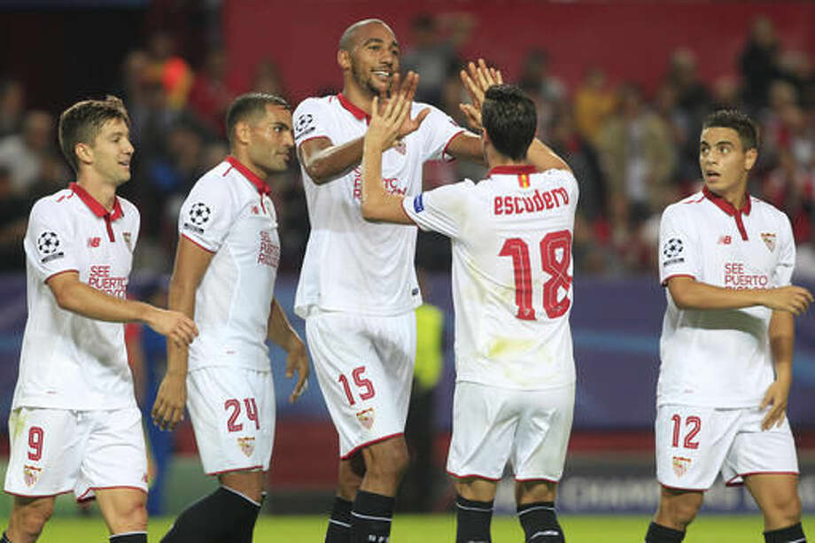 Sevilla's Steven N'Zonzi, center, celebrates scoring his side's 3rd goal during a Group H Champions League soccer match between Sevilla and Dinamo Zagreb at the Ramon Sanchez-Pizjuan stadium in Seville, Spain Wednesday Nov. 2, 2016. (AP Photo/Miguel Angel Morenatti)