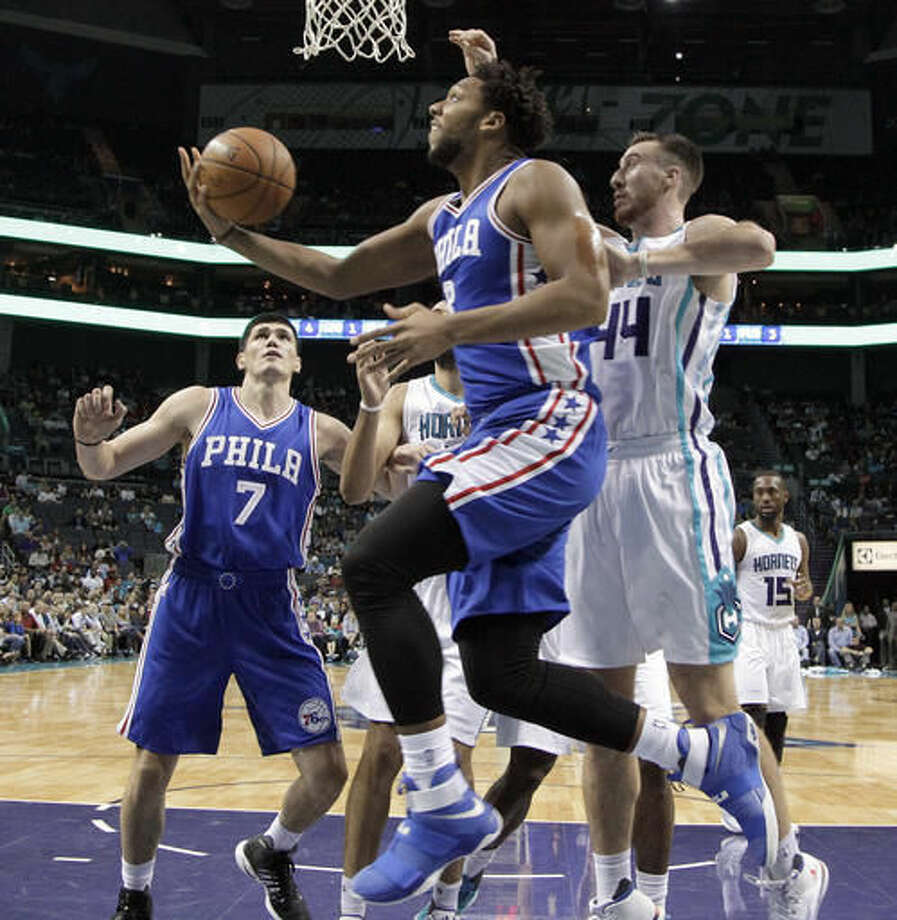 Philadelphia 76ers' Jahlil Okafor, center, drives past Charlotte Hornets' Frank Kaminsky, right, during the first half of an NBA basketball game in Charlotte, N.C., Wednesday, Nov. 2, 2016. (AP Photo/Chuck Burton)
