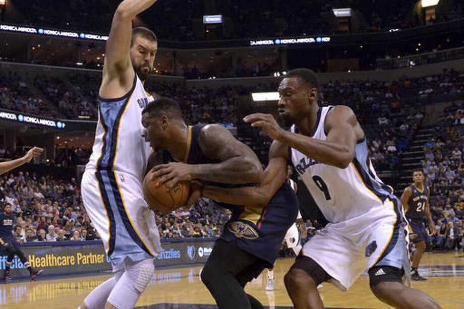 New Orleans Pelicans forward Terrence Jones (9) struggles to control the ball between Memphis Grizzlies center Marc Gasol, left, and guard Tony Allen (9) during the first half of an NBA basketball game Wednesday, Nov. 2, 2016, in Memphis, Tenn. (AP Photo/Brandon Dill)