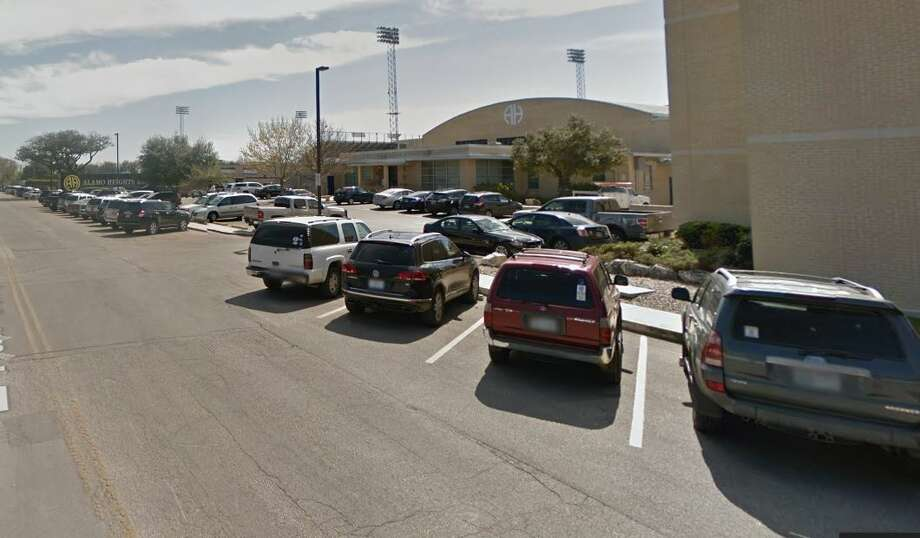 exterior alamo heights high school Photo: Google Maps
