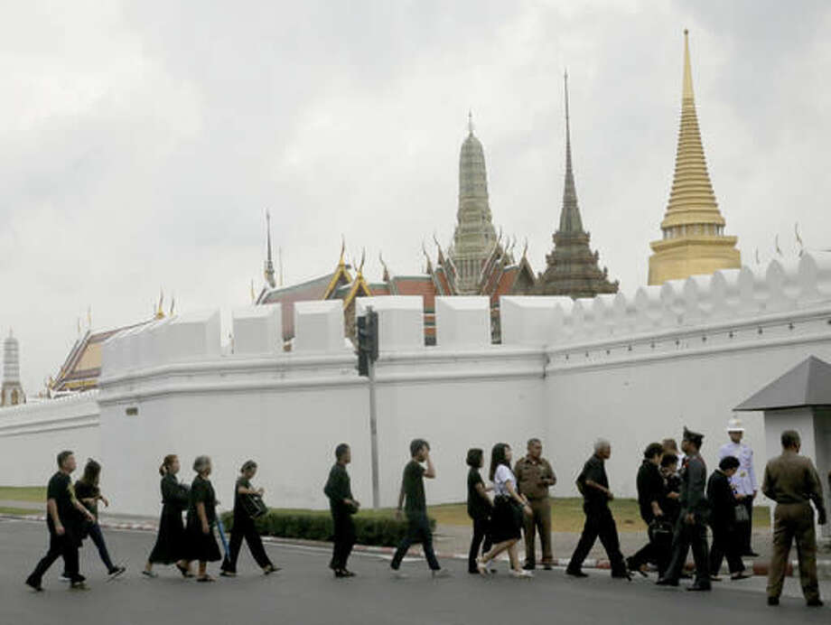 Mourners gather to pay their respects to the late Thai King Bhumibol Adulyadej at the Grand Palace in Bangkok, Thailand, Monday, Oct. 17, 2016. Tens of thousands of people are thronging at the palace complex to pay their last respects to a beloved monarch who dominated the memories of generations of Thais. (AP Photo/Sakchai Lalit)