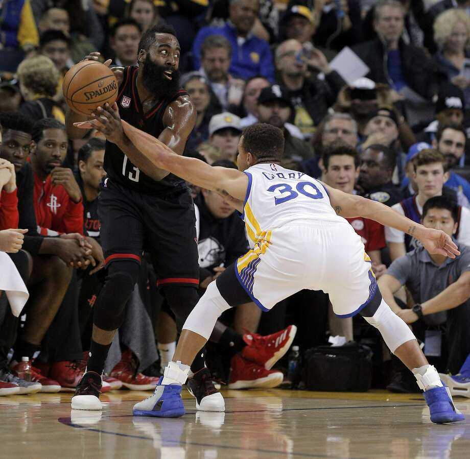 James Harden (13) draws the foul on Stephen Curry (30) during the first half as the Golden State Warriors played the Houston Rockets at Oracle Arena in Oakland, Calif., on Thursday, December 1, 2016. Photo: Carlos Avila Gonzalez, The Chronicle