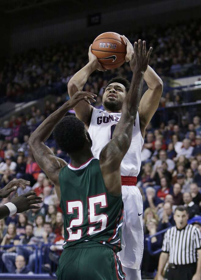 Gonzaga's Silas Melson goes up for a shot in the No. 8 Bulldogs' homecourt win. Photo: Young Kwak, Associated Press