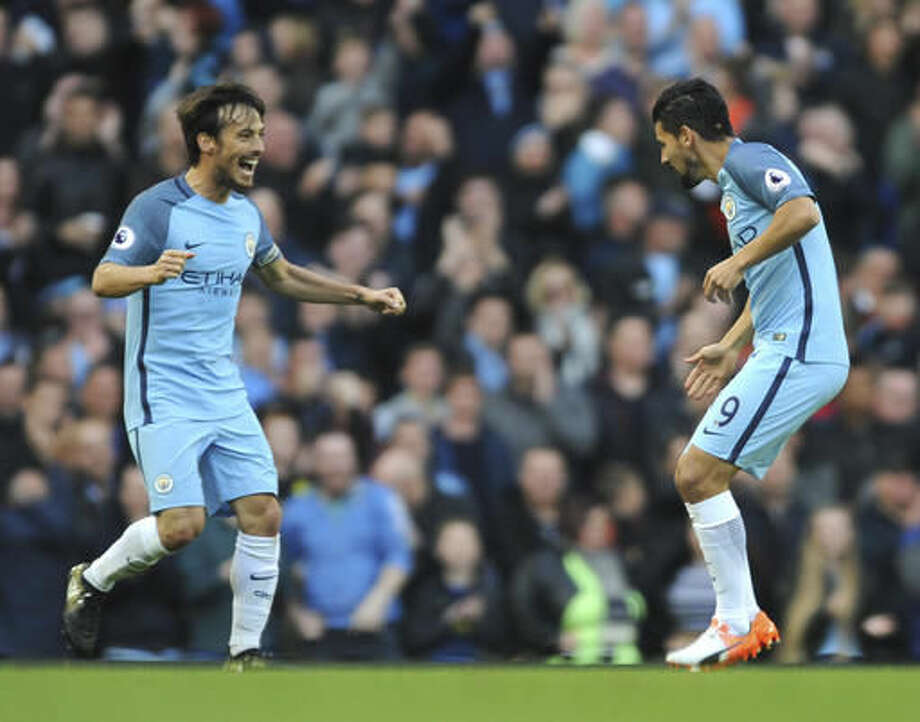 Manchester City's Nolito, right, celebrates with Manchester City's David Silva after scoring the equaliser during the English Premier League soccer match between Manchester City and Everton at the Etihad Stadium in Manchester, England, Saturday, Oct. 15, 2016. (AP Photo/Rui Vieira)