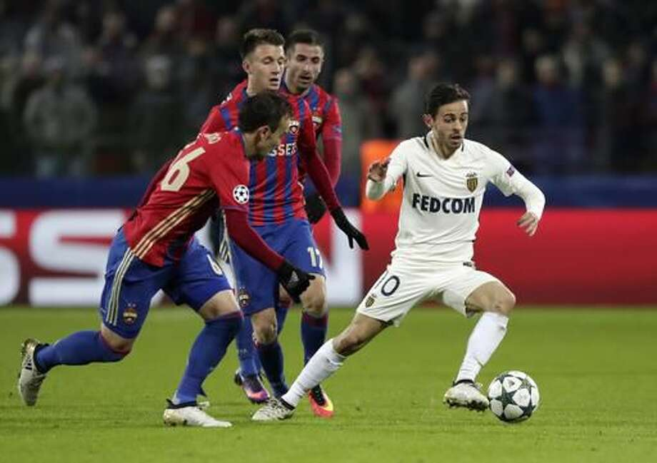 Monaco's Bernardo Silva, right, struggles for a ball with CSKA's Bibras Natcho, foreground left, during the Champions League Group E soccer match between CSKA Moscow and Monaco in Moscow, Russia, Tuesday, Oct. 18, 2016. (AP Photo/Pavel Golovkin)