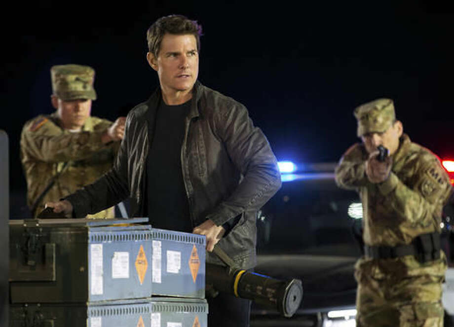 """In this image released by Paramount Pictures and Skydance Productions, Tom Cruise appears in a scene from, """"Jack Reacher: Never Go Back."""" (Chiabella James/Paramount Pictures and Skydance Productions via AP)"""