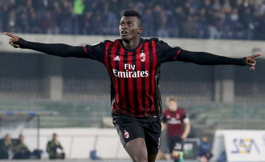 AC Milan's M'Baye Niang celebrates after scoring during a Serie A soccer match between Chievo Verona and AC Milan, at the Verona Bentegodi stadium, Italy, Sunday, Oct. 16, 2016. (Filippo Venezia/ANSA via AP)