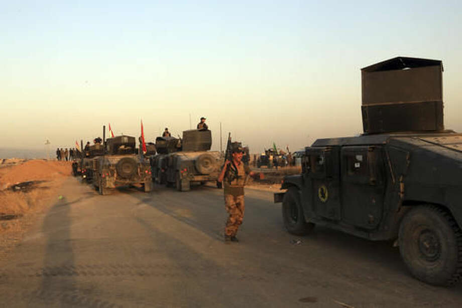 Iraq's elite counterterrorism forces advance near Mosul, Iraq, Thursday, Oct. 20, 2016. Iraqi special forces charged into the Mosul battle Thursday with a pre-dawn advance on a nearby town held by the Islamic State group, a key part of a multi-pronged assault on eastern approaches to the besieged city. (AP Photo/Khalid Mohammed)