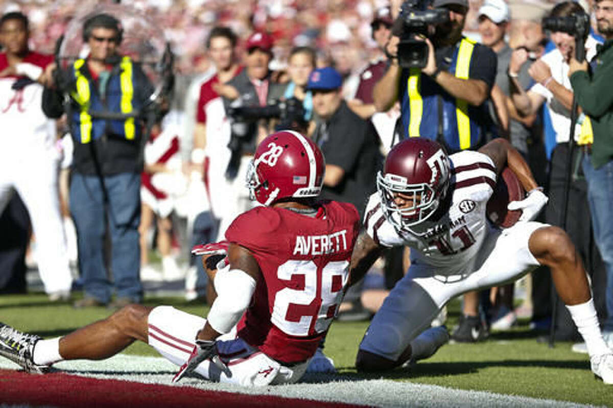 Texas A&M wide receiver Josh Reynolds, right, scores a touchdown against Alabama defensive back Anthony Averett (28) during the first half of an NCAA college football game, Saturday, Oct. 22, 2016, in Tuscaloosa, Ala. (AP Photo/Brynn Anderson)