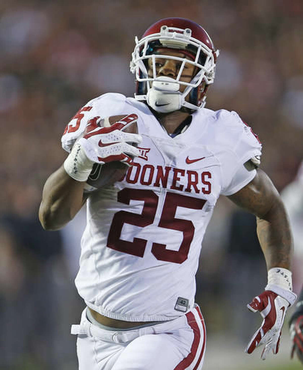Oklahoma's Joe Mixon (25) runs into the end zone to score a touchdown during an NCAA college football game against Texas Tech, Saturday, Oct. 22, 2016, in Lubbock, Texas. (Brad Tollefson /Lubbock Avalanche-Journal via AP)