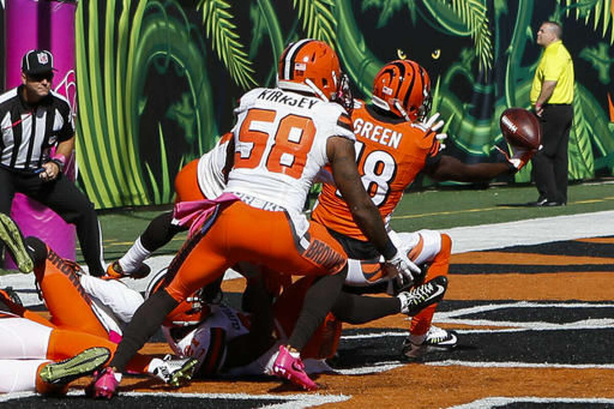 Cincinnati Bengals wide receiver A.J. Green (18) catches a touchdown in the end zone in the first half of an NFL football game against the Cleveland Browns, Sunday, Oct. 23, 2016, in Cincinnati. (AP Photo/Frank Victores)