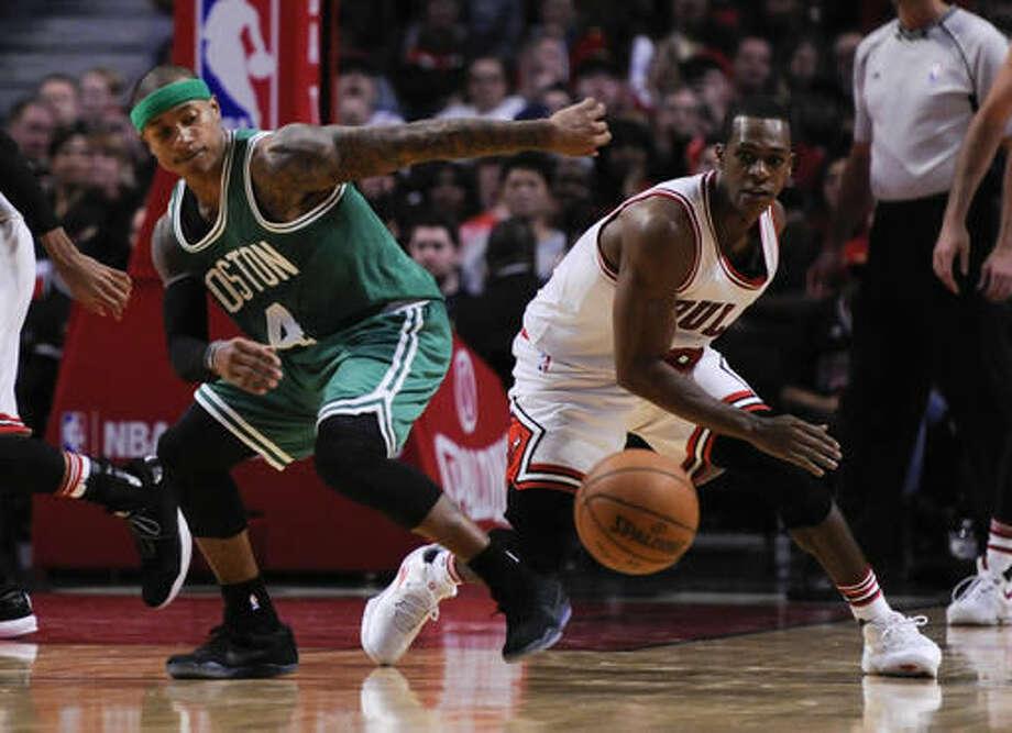Chicago Bulls' Rajon Rondo, right, and Boston Celtics' Isaiah Thomas battle for the ball during the second quarter of an NBA basketball game Thursday, Oct. 27, 2016, in Chicago. (AP Photo/Matt Marton)