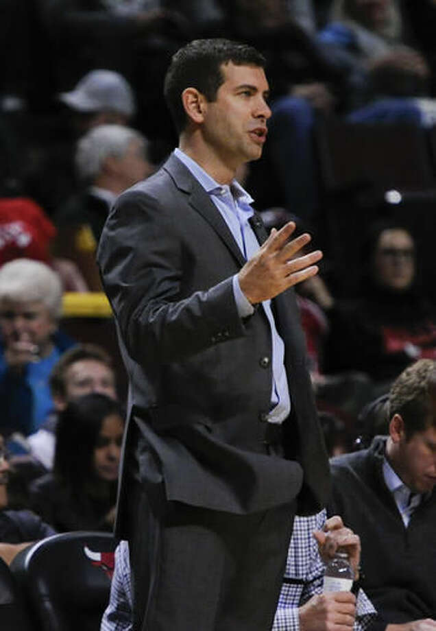 Boston Celtics head coach Brad Stevens directs the team during the first quarter of an NBA basketball game against the Chicago Bulls, Thursday, Oct. 27, 2016, in Chicago. (AP Photo/Matt Marton)