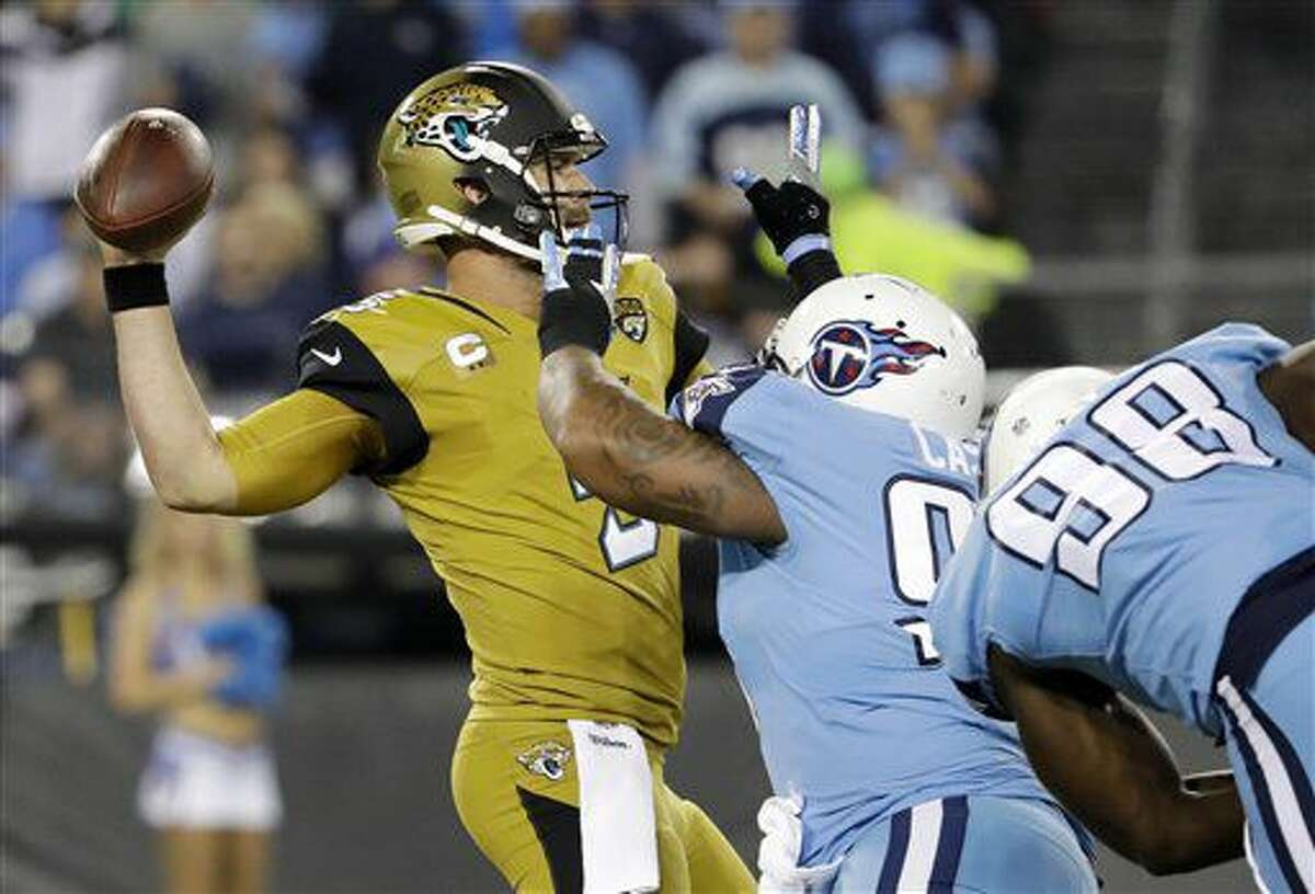 Jacksonville Jaguars quarterback Blake Bortles, left, passes as he is pressured by Tennessee Titans defensive tackle Jurrell Casey, center, and outside linebacker Brian Orakpo (98) in the first half of an NFL football game Thursday, Oct. 27, 2016, in Nashville, Tenn. (AP Photo/James Kenney)