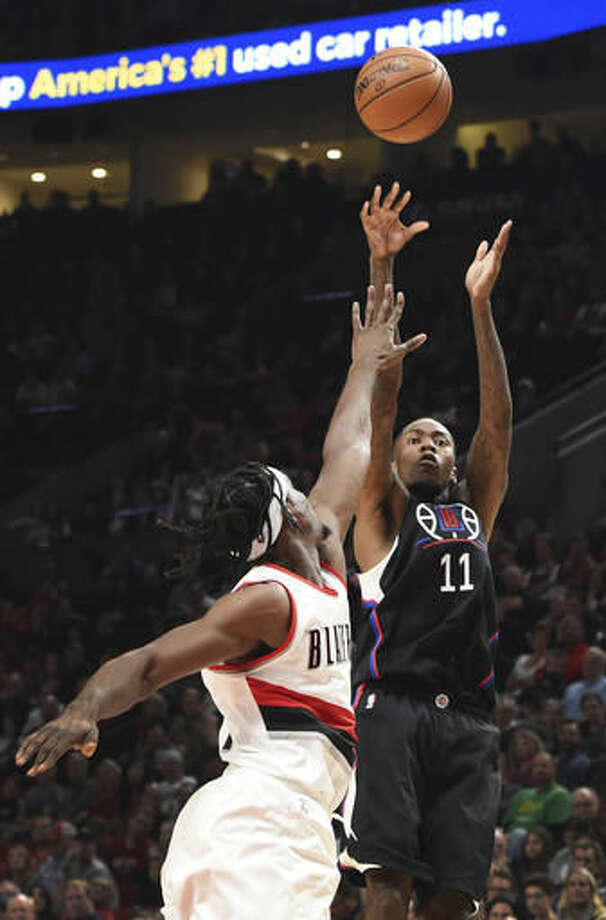 Los Angeles Clippers guard Jamal Crawford shoots the ball over Portland Trail Blazers forward Noah Vonleh during the first quarter of an NBA basketball game in Portland, Ore., Thursday, Oct. 27, 2016. (AP Photo/Steve Dykes)