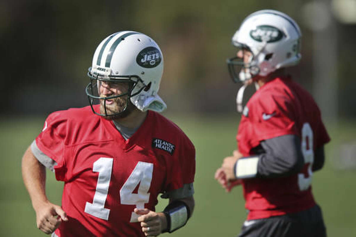 New York Jets quarterback Ryan Fitzpatrick, left, and Bryce Petty participate in a NFL football practice in Florham Park, N.J., Wednesday, Oct. 26, 2016. (AP Photo/Seth Wenig)